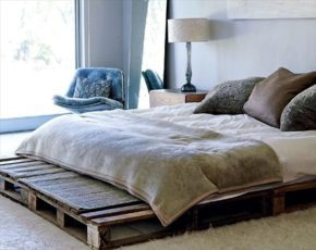 Double bed with pallets