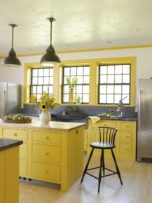 A kitchen in sunny yellow