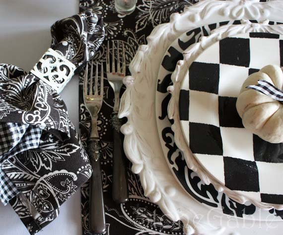Black and White Thanksgiving Décor Idea #Thanksgiving Day #table #decor #homedecorimage