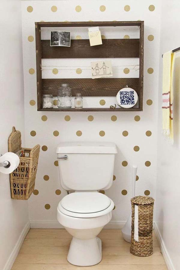 Upcycled Wood Pallet Bathroom Organizer #storage #toilet #bathroom #homedecorimage