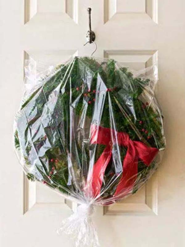 Store Your Wreath the Right Way #Christmas #Christmas decoration #storage #homedecorimage